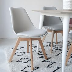 A beautiful, stylish, handpicked collection of classic, retro and contemporary furniture pieces from a range of top furniture designers. Charles Eames, Home Interior, Interior Design, Patchwork Chair, Sofa Seats, Cafe Design, Dining Room Design, House Rooms, Table And Chairs