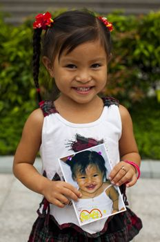 Four-year-old Cam Ly has a beautiful face that shines with joy and hope. But it wasn't always so.   http://www.operationsmile.org/living_proof/patient-stories/camly.html