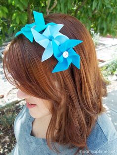 DIY pinwheel headbands made with felt and buttons. Cute and easy!