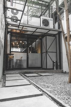 Industrial Coffee Shop, Industrial Cafe, Industrial Interior Design, Cafe Interior Design, Cafe Design, Store Design, Interior Architecture, Small Coffee Shop, Coffee Shop Design