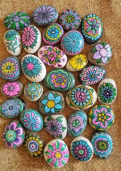 assortment of painted rocks, kindness rocks, hand painted flower themed rocks, wedding favor painted Rock Painting Patterns, Rock Painting Ideas Easy, Rock Painting Designs, Pebble Painting, Pebble Art, Stone Painting, Painted Rocks Craft, Hand Painted Rocks, Rock Hand