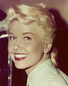 Doris Day, what a smile! One of my absolute favorite pictures of her.