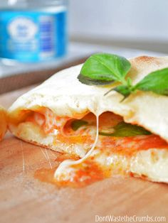 Easy recipe for homemade hot pockets! So much healthier than store-bought and there's no fake ingredients, just real food! Perfect clean eating lunch idea too for school lunches that is kid approved! Lunch Recipes, Whole Food Recipes, Dinner Recipes, Cooking Recipes, Freezer Recipes, Freezer Cooking, Drink Recipes, Cooking Tips, Healthy School Lunches