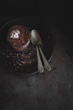 Mousse al cioccolato e avocado