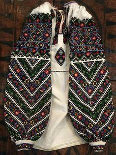 Ukrainian national vyshyvanka Folk Costume, Costumes, Embroidered Blouse, Pakistani Dresses, Traditional Outfits, Blackwork, Embroidery Patterns, Bohemian Style, Sewing