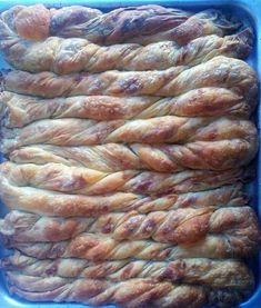 Σαν και αυτήν δεν έχω γνωρίσει,και ούτε πρόκειται να γνωρίσω άλλη. Πολύ αγαπημένη μου Κατίνα-Αικατερίνη-Κάθριν-Κατερίνα. Γειτόνισσ... Greek Pita, Eat Greek, Greek Recipes, Pie Recipes, Cooking Recipes, Greek Sweets, Cheese Pies, Savory Tart, Cooking Time