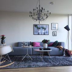 Pinky october  Thinking of painting this wall  Hva trur dere flinke insta venner , hvilken farge eventuelt ? Takknemlig for inspo  - - - #livingroomdesign #mylivingroom#interior4all #interiorwarrior #passion4interior #roomforinspo #pinkoctober #scandinaviandesign #nordicminimalism #whiteinterior #dream_interiors #nordicstyle #nordicminimalism #evimiseviyorum #homestyling #miennasverden