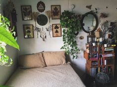 I can't help but pull the earth around me, to make my bed. Simple Interior, Aesthetic Bedroom, Dream Rooms, New Room, Room Interior, Room Inspiration, Interior Inspiration, Room Decor, Bedroom Inspo