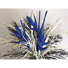 Presenting like works of art, Meta Flora's floral compositions are chic and minimal with the perfect measure of drama. Flower Centerpieces, Flower Decorations, Graffiti Flowers, Hotel Flowers, Flower Installation, Dry Plants, Flower Stands, Arte Floral, Plant Decor