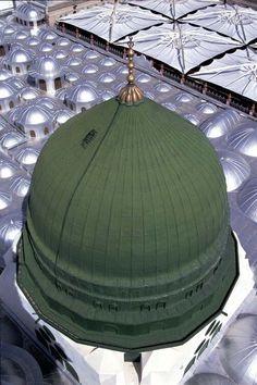 Green Dome Al-Masjid al-Nabawi Medina Saudi Arabia Al Masjid An Nabawi, Mecca Masjid, Masjid Al Haram, Islamic Images, Islamic Pictures, Islamic Quotes, Islamic Art, Medina Saudi Arabia, Medina Mosque