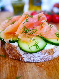 Cream cheese, cucumber, smoked salmon & dill on sourdough. Sounds so yummy for New Years morning. Seafood Recipes, Appetizer Recipes, Cooking Recipes, Healthy Recipes, Party Appetizers, I Love Food, Good Food, Yummy Food, Tasty