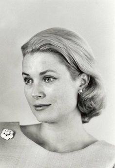Grace Kelly....looks so like a photo of my mom........