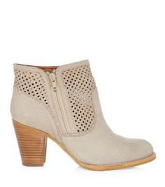 Discover the latest trends with New Look's range of women's, men's and teen fashion. Teen Guy Fashion, Wide Fit Shoes, Shoe Gallery, New Look, Fashion Online, Latest Trends, Shoe Boots, Fashion Inspiration, Booty