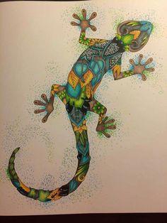 Petit lézard de Magical Jungle de Johanna Basford réalisé pour un defi couleur !  🍃🐜🌺 Prismacolors et posca :)  Vous pouvez retrouver mes coloriages sur ma page Facebook : Color Obsession