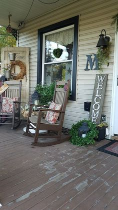 This season the classic farmhouse sits front and center for outdoor inspiration and where better than the front porch to show off some rustic charm. From planters to rockers to warm welcoming signs these 47 rustic farmhouse porch decor ideas . Vintage Porch, Vintage Farmhouse, Farmhouse Decor, Country Farmhouse, Country Front Porches, Country Porch Decor, Front Porch Furniture, Porch Paint, Decoration Entree