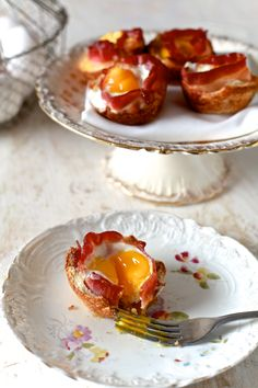 Bacon and Egg Toast Cups—a delicious, two-bite breakfast recipe! Muffin Tin Recipes, Bacon Recipes, Brunch Recipes, Breakfast Recipes, Cooking Recipes, Breakfast Ideas, Brunch Menu, Muffin Tins, Breakfast Dishes