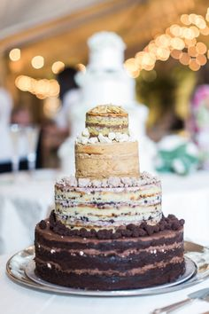 Mouthwatering naked cake: http://www.stylemepretty.com/little-black-book-blog/2015/09/03/classic-southern-cheekwood-botanical-gardens-wedding/ | Photography: Bamber Photography - http://bamberphotography.com/