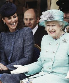 I love this pic of the Queen, such a joyful smile - not to mention that Kate is stunning in this as well