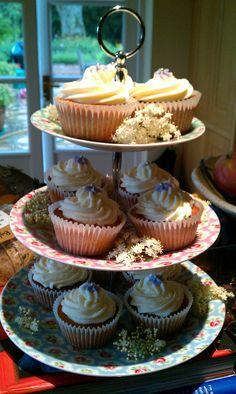 Elderflower cupcakes - with elderflower decoration