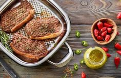 Chuletas de ternera marinadas Salmon Burgers, Grilling, Ethnic Recipes, Food, Scrappy Quilts, Cold Cuts, Pots, Healthy Nutrition, Tasty
