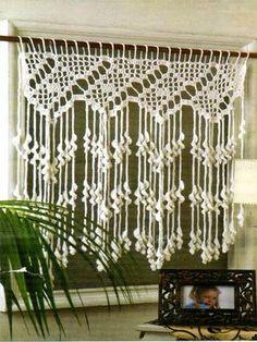 tejidos al crochet paso a paso con diagramas: crea una hermosa cortina tejida al crochet muy ori.love the long fringe and filet crochet Filet Crochet, Crochet Diy, Crochet Home Decor, Love Crochet, Crochet Doilies, Crochet Stitches, Macrame Patterns, Crochet Patterns, Crochet Curtains