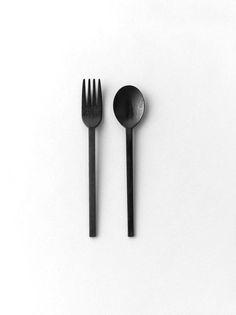 Fourchette + cuillère à soupe noir mat / @aesencecom