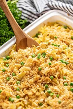 Creamy Chicken Casserole has a made-from-scratch sauce and a crunchy parmesan Ritz topping that takes it over the top. Your family will love this easy dinner! Creamy Chicken Casserole, Creamy Chicken Pasta, Cheesy Chicken, Chicken Soup, New Recipes, Cooking Recipes, Recipes Dinner, Dinner Ideas, Kraft Recipes