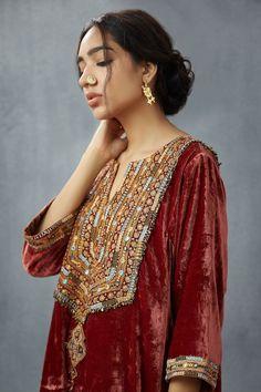 Shop Torani Embroidered Long Kurta , Exclusive Indian Designer Latest Collections Available at Aza Fashions Velvet Pakistani Dress, Pakistani Dresses Casual, Pakistani Dress Design, Kurti Embroidery Design, Embroidery Fashion, Balochi Dress, Velvet Dress Designs, Party Wear Dresses, Indian Designer Wear