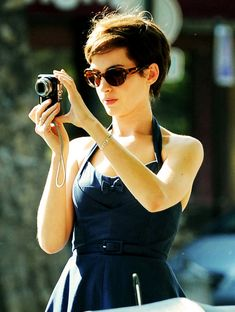 anne hathaway : LOVE her hair cut. Girls With Cameras, Really Short Hair, Vogue Us, Pixie Hairstyles, Her Hair, Hair Inspiration, Beautiful People, Short Hair Styles, Hair Cuts