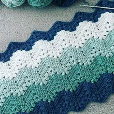 Best 8 Herringbone, Zig Zag Crochet Stitches for Free.crocheting a blanket crochet craftsLove the color scheme (not the crochet pattern)This Pin was discovered by SelNo photo description available. Crochet Zig Zag, Point Granny Au Crochet, Crochet Ripple, Manta Crochet, Knit Crochet, Crochet Stitches Patterns, Stitch Patterns, Knitting Patterns, Knitted Baby Blankets