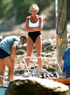 The latest tips and news on Celebrity Bikini are on POPSUGAR Fitness. On POPSUGAR Fitness you will find everything you need on fitness, health and Celebrity Bikini. Princess Diana Fashion, Princess Diana Family, Princess Kate, Princess Elizabeth, Queen Elizabeth, Prinz William, Pelo Pixie, Floral Bikini Set, Celebrity Bikini