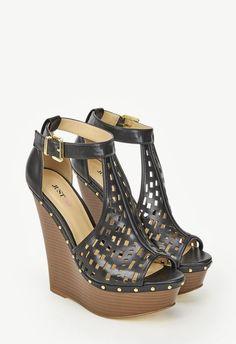Wie sollte FRAU dem angesagten Boho-Chic besser gerecht werden als in diesem extravaganten Schuh. Nieten und Laser-Cut Details machen diesen Schuhe optisch noch interessanter als er ohnehin schon ist. Kunstleder....