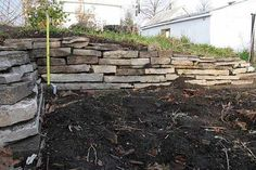 How to Build Gravity-Stacked Stone Walls