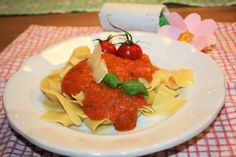 Mom's hotel » Základní rajčatová omáčka na těstoviny (pro děti) Tandoori Chicken, Pork, Ethnic Recipes, Sweet, Kale Stir Fry, Candy, Pork Chops