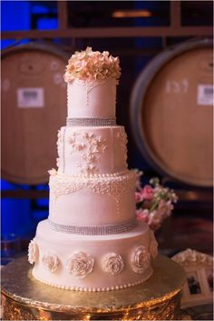 Le Magnifique: a wedding inspiration blog for the stylish bride // www.lemagnifiqueblog.com: Wilson Creek Winery & Vineyard Wedding by Kristen Booth #weddings #cakes