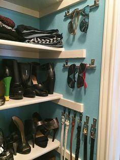 Instead of accepting those awkward side walls as a lost cause, give your sunglass collection some attention. Using hooks and drawer handles is way better than keeping all your sunnies stuffed in your purse at all times. Click through for a how-to and more closet organization ideas.