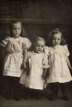 middle child post-mortem? possibly child on far right post-mortem as well?? (arms/hands darkened as though decomp)