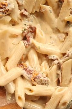 A delicious twist on the classic Alfredo. Penne Alfredo with Bacon and Sun Dried… A delicious twist on the classic Alfredo. Penne Alfredo with Bacon and Sun Dried Tomato will change your 'go to' quick dinner forever Pastas Pasta Dishes, Food Dishes, Bacon Dishes, Bacon Food, Penne Alfredo, Good Food, Yummy Food, Tasty, Cooking Recipes