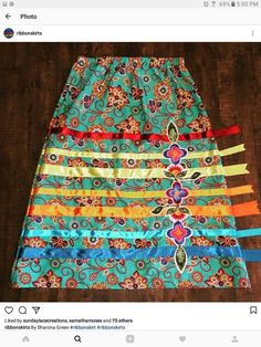 Skirt Indian Style Beautiful 19 Ideas Native American Patterns, Native American Clothing, Band Shirt, Applique Skirt, Traditional Skirts, Bead Sewing, Sewing Diy, Jingle Dress, Ribbon Skirts