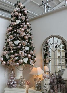 Cristhmas Tree Decorations Ideas : Romantic Christmas Tree Design Blush Pink and Pearl Pink Christmas Tree Decorations, Rose Gold Christmas Tree, Christmas Tree Design, Beautiful Christmas Trees, Elegant Christmas, Noel Christmas, White Christmas, Vintage Christmas, Xmas Trees