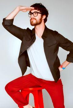 Darren Criss love the scruffy face and glasses!