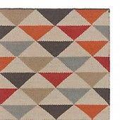 Möchten Sie Ihren Boden lieber mit Streifen oder Dreiecken dekorieren? Sie können sich jeden Tag neu entscheiden, da unser Teppich Barli ein zweiseitiges Design besitzt. Der von Hand gewebte Teppich besteht aus bester Schurwolle und Baumwolle und vereint die Webtraditionen Indiens mit dänischen Designansprüchen.   Kombiniert mit einer rutschfesten Unterlage bleibt der Teppich an Ort und Stelle.