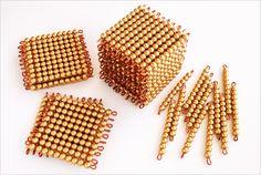 Perles dorées montessori : comment les fabriquer et les utiliser ! Montessori Math, Montessori Materials, Home Schooling, Diy For Kids, Activities For Kids, Blog, Steiner Waldorf, Module, Pin