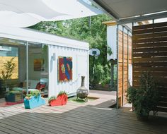 Cordell Shipping Container House - courtyard