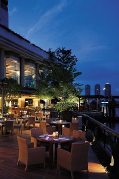 Shangri-La Hotel, Bangkok - Bangkok, Thailand - The hotel has four restaurants offering an international smorgasbord.