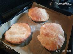 Pita chlieb (fotorecept) - recept | Varecha.sk Griddle Pan, Muffin, Pizza, Breakfast, Food, Basket, Morning Coffee, Grill Pan, Essen