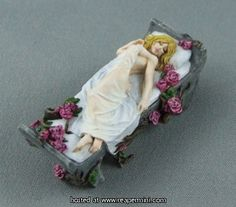 Reaper Miniatures - Sleeping Beauty  Painted by Justine Dunn  Sculpted by Julie Guthrie