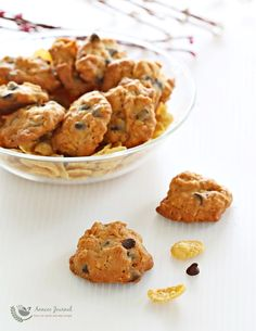 These cornflake chocolate chip cookies are deliciously crunchy and crispy once baked. A great idea for the Chinese New Year.