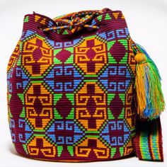 Handmade Hermosa Wayuu bags are rare art. Only small amounts are made because of the complexity and method to produce a single Hermosa Wayuu Bag. Tightly woven by one strand of thread, The process can Mochila Crochet, Tapestry Crochet Patterns, Beaded Boxes, Tapestry Bag, Embroidered Bag, Boho Bags, Crochet Purses, Quilted Bag, Knitting Accessories