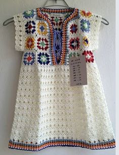 Traditional crochet blankets often feature a pattern called the Granny Square. This pattern actually dates back to the early according to Yarnaholic Confessions. Women used to save scraps of material and sew them into squares. White Crochet Top, Black Crochet Dress, All Free Crochet, Crochet Girls, Crochet For Kids, Easy Crochet, Crochet Baby, Granny Square Crochet Pattern, Crochet Granny